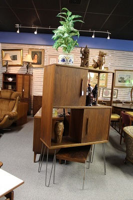 antiques & furniture